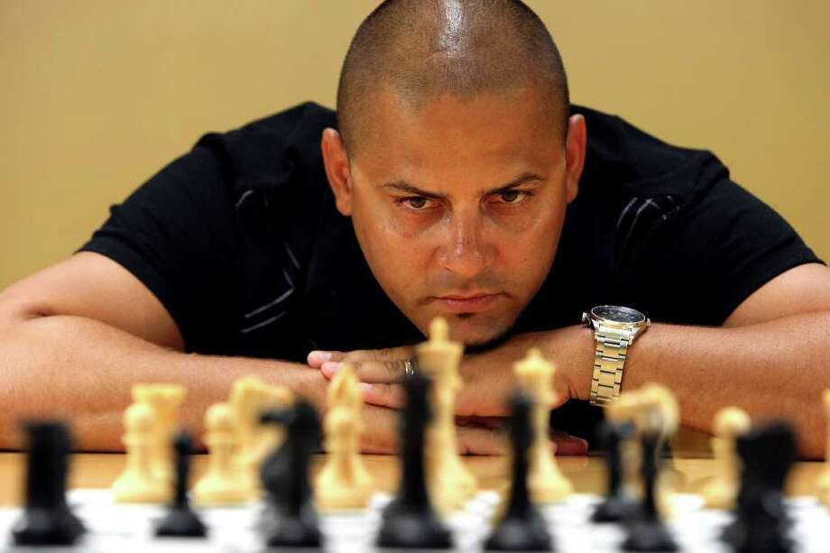 Eduardo Loyola, who is originally from Cuba, is one of the top ranked chess players in the country.  He will demonstrate his skills on Sunday at Central Library when he will play up to 40 opponents simultaneously. Photo: HELEN L. MONTOYA, HELEN L. MONTOYA/hmontoya@conexionsa.com / hmontoya@express-news.net