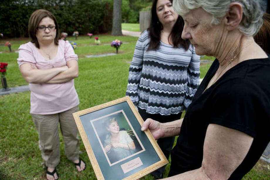 Sisters Kelly Hancock, left, Barbara Wilson and Kim Edwards are still waiting for police to catch the person who killed Wilson's daughter, Kristen Lea Wilson, in November 1996. Her parents found Wilson, 29, slain in her southwest Houston apartment. Photo: Nathan Lindstrom, Chronicle