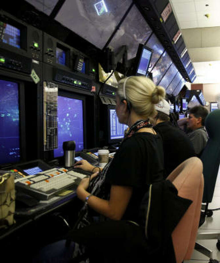 Air traffic controllers at Bush Intercontinental Airport relied on radio reports to guide traffic in the Gulf last week. They'll soon be able to track flights in real time using GPS. Photo: Michael Paulsen, Chronicle