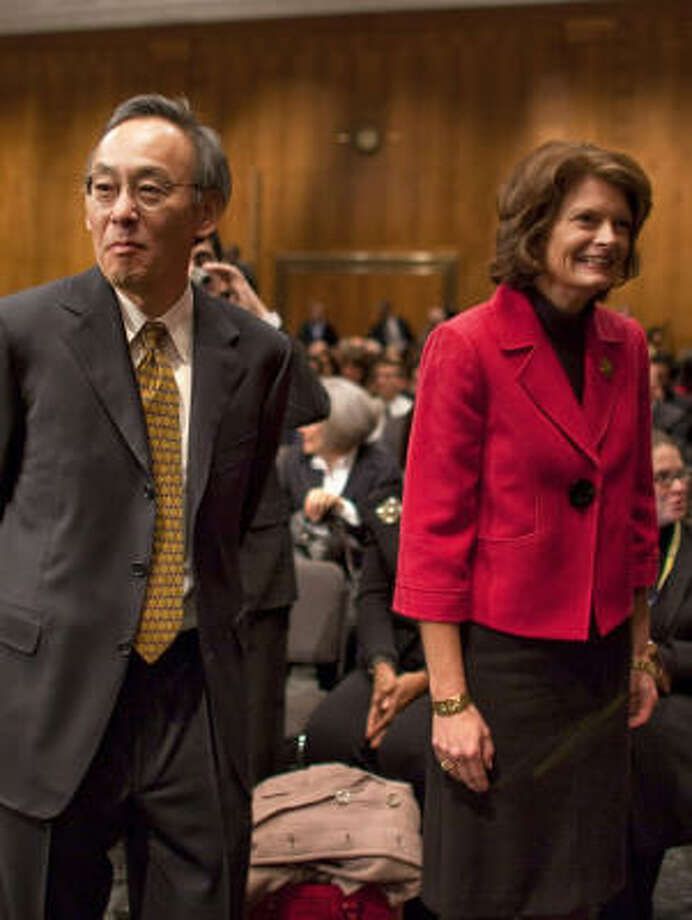 Sen. Lisa Murkowski, R-Alaska, will be working with Steven Chu, the secretary of energy. Both of them embrace renewable energy. Photo: JIM LO SCALZO, BLOOMBERG NEWS