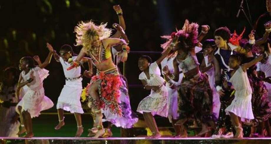 Shakira se presenta durante la ceremonia de clausura del Mundial en Johannesburgo, Sudáfrica, el domingo 11 de julio de 2010. Photo: Matt Dunham, AP