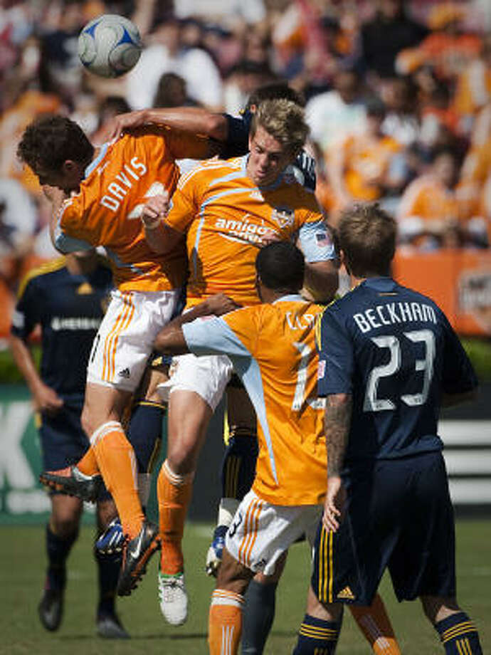 The all-time series between the Dynamo and the Galaxy is tied 4-4-4, including a U.S. Open Cup home win by the Galaxy in 2006. Photo: Smiley N. Pool, Chronicle