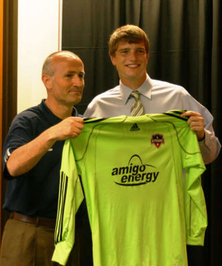 Dynamo head coach Dominic Kinnear, left, and goalkeeper Tyler Deric pose for the media after Deric's contract signing Friday. Photo: Houston Dynamo