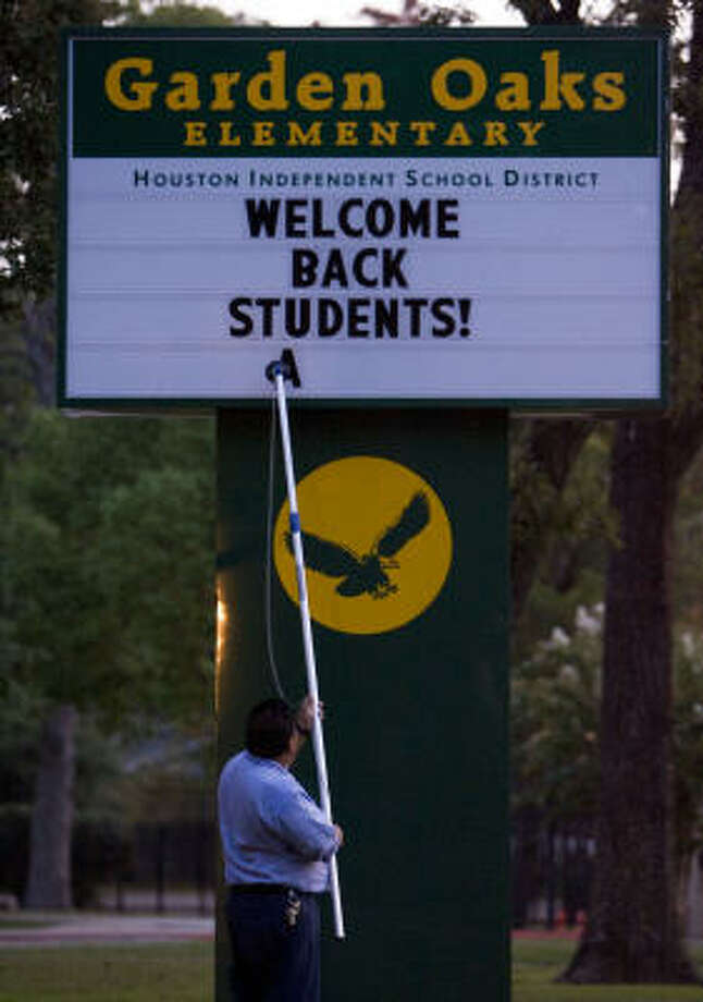 Antonio Vivar gets ready for the students at Garden Oaks Elementary in Houston. Photo: James Nielsen, Chronicle