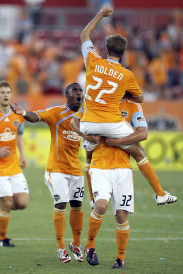 Stuart Holden has been giving solid performances with two goals in his past six starts for the Dynamo. Photo: Melissa Phillip, Houston Chronicle