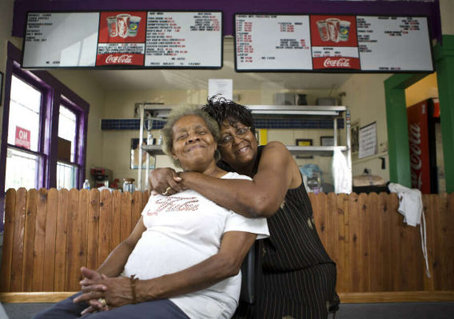 Louisiana Creole Cafe owner Linda Smith, right, and her husband's grandmother and co-worker, Ruby O'Neil, serve Louisiana-inspired food. Photo: Nick De La Torre :, Chronicle