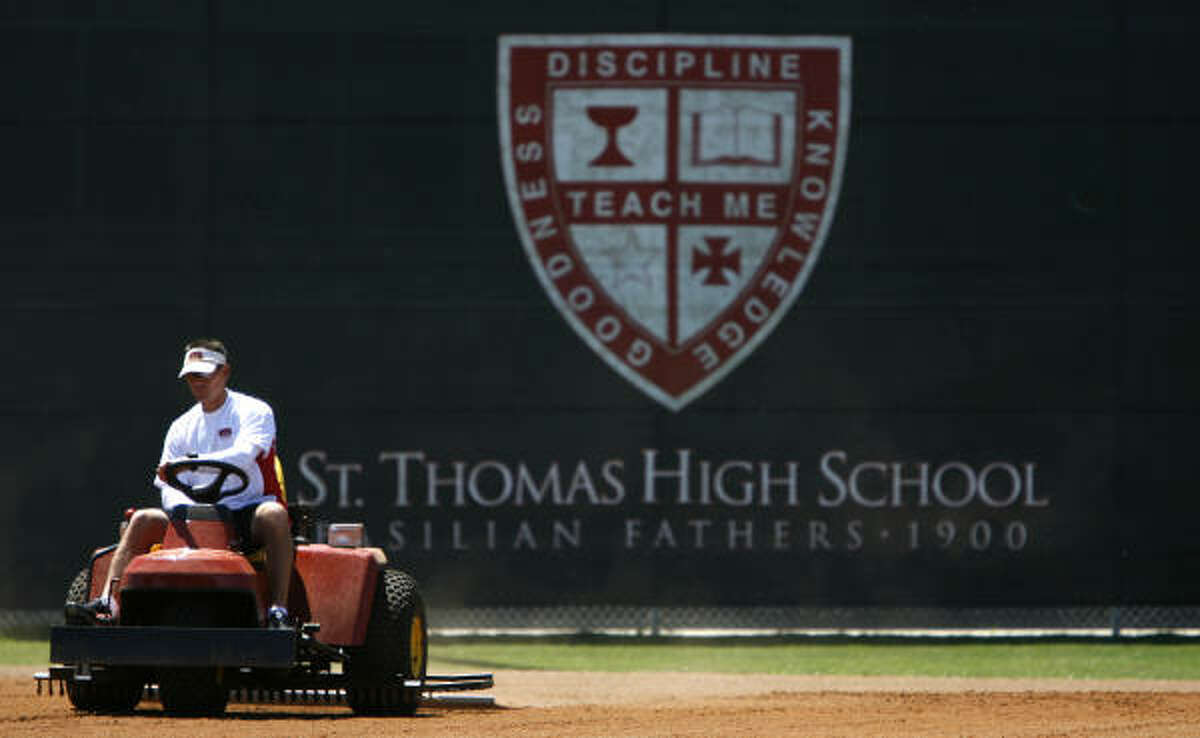 20. St. Thomas High School Annual tuition:$18,250 Student to teacher ratio:11 to 1 Student enrollment:590