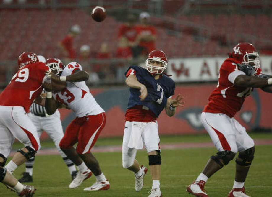 Quarterback Case Keenum (7) led the No. 1 offense in Saturday's Red-White spring football game. Photo: Brett Coomer, Chronicle