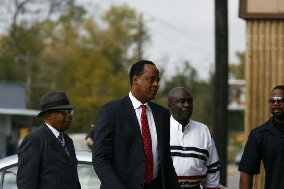 Dr. Conrad Murray arrives at the Armstrong Medical Clinic to start his first day of work since Michael Jackson died on Monday at the 6800 block of W. Montgomery Road in Houston. Photo: Nick De La Torre