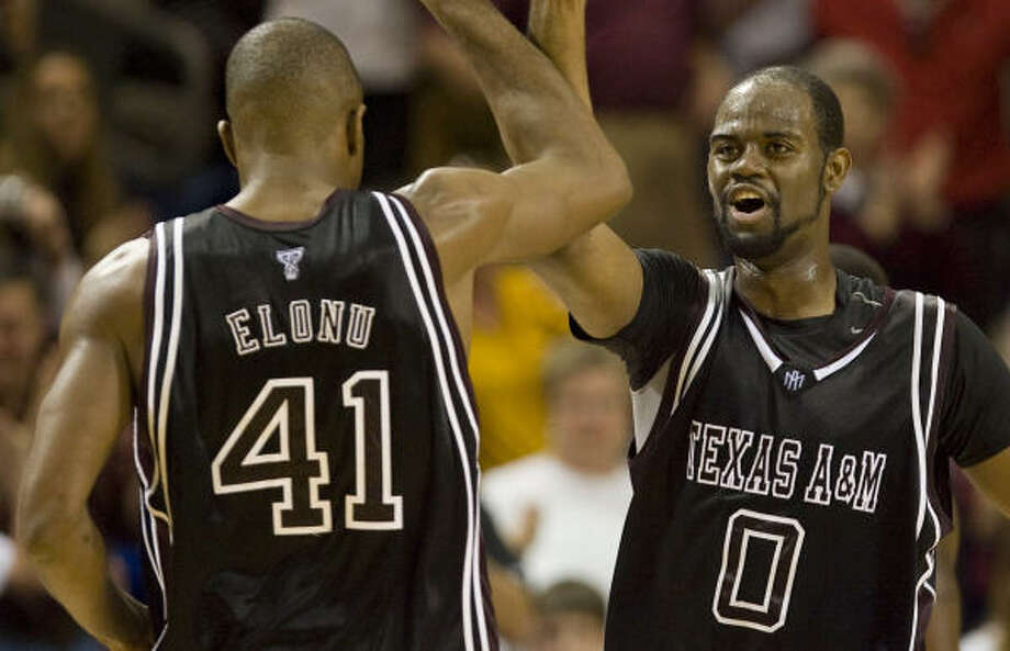 Texas A&M juniors Chinemelu Elonu, left, and Bryan Davis aren't expected to be drafted. Photo: James Nielsen, Chronicle