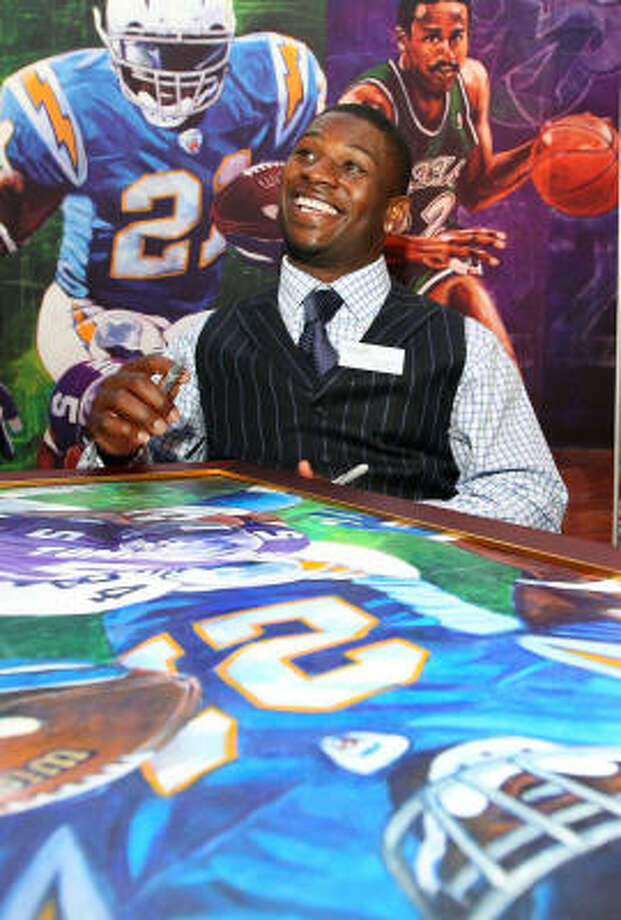 NFL star running back LaDainian Tomlinson enjoys a moment prior to his induction into the Texas Sports Hall of Fame. Photo: Jerry Larson, AP