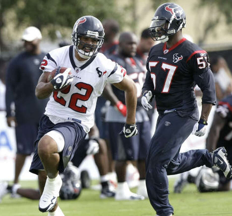 Texans backup running back Chris Brown, left, spent the offseason regaining strength after missing all of last season with a back injury. Photo: Brett Coomer, Chronicle