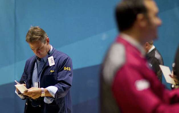 Traders work on the floor of the New York Stock Exchange on Thursday, Aug. 4, 2011 in New York. Photo: Jin Lee, AP