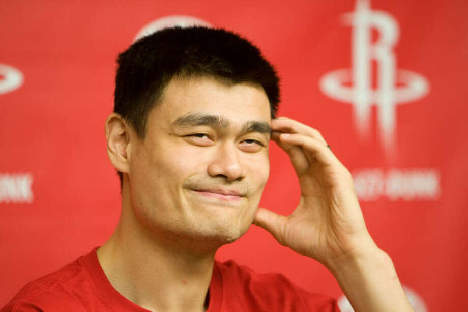 """This surgery will allow me to continue my career playing basketball and I look forward to returning to the court,"""" Rockets center Yao Ming said in a statement. Photo: Nick De La Torre, Houston Chronicle"""