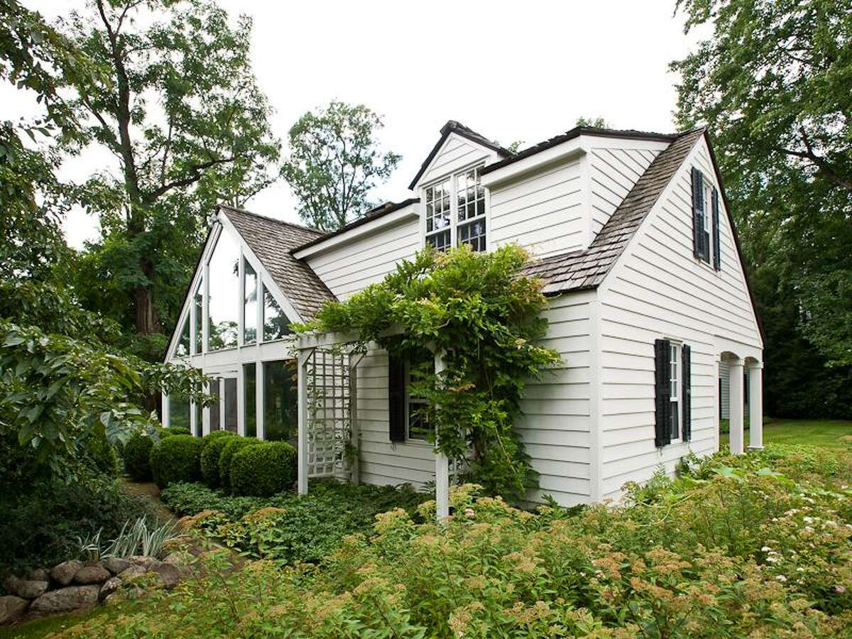 House of the Week: 2022 Maple Avenue, Charlton | Realtor: Brian Ward, Select Sotheby's International Realty | Discuss: Talk about this house