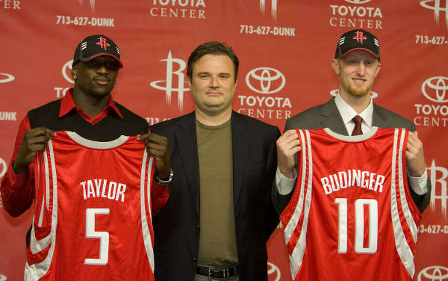 Jermaine Taylor, left, and Chad Budinger, right, shown along with Rockets GM Daryl Morey at Friday's press conference. Photo: James Nielsen, Chronicle