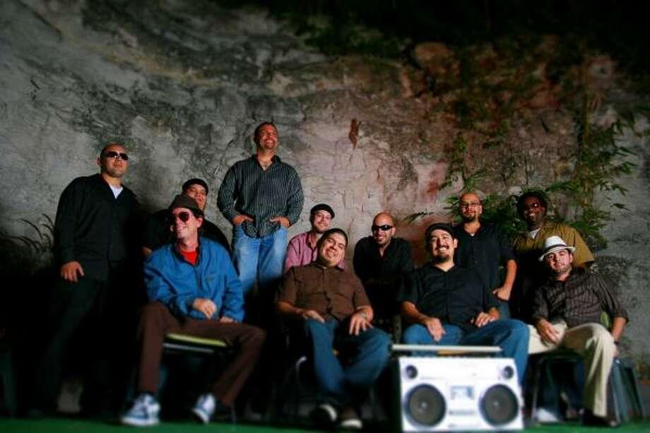 El Grupo Fantasma actuará en Warehouse Live el viernes 23 de enero. Photo: Daniel Perlaky, Diaspora Music Group