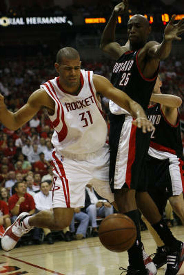 Rockets forward Shane Battier, left, gets bumped by Portland's Travis Outlaw in the first quarter. Photo: Nick De La Torre, Chronicle