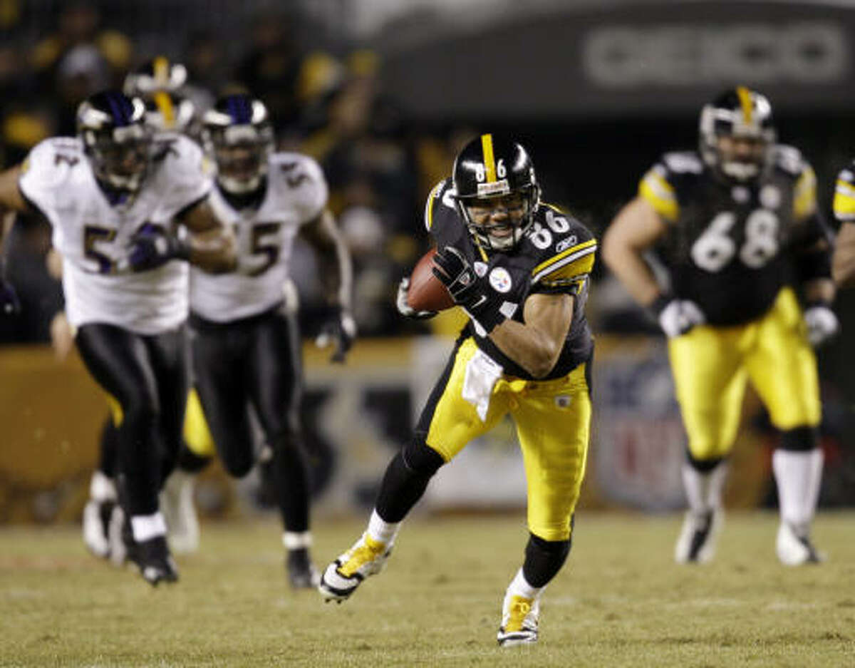 Steelers receiver Hines Ward races away from the Ravens defense on a 45-yard pass reception in the first quarter.