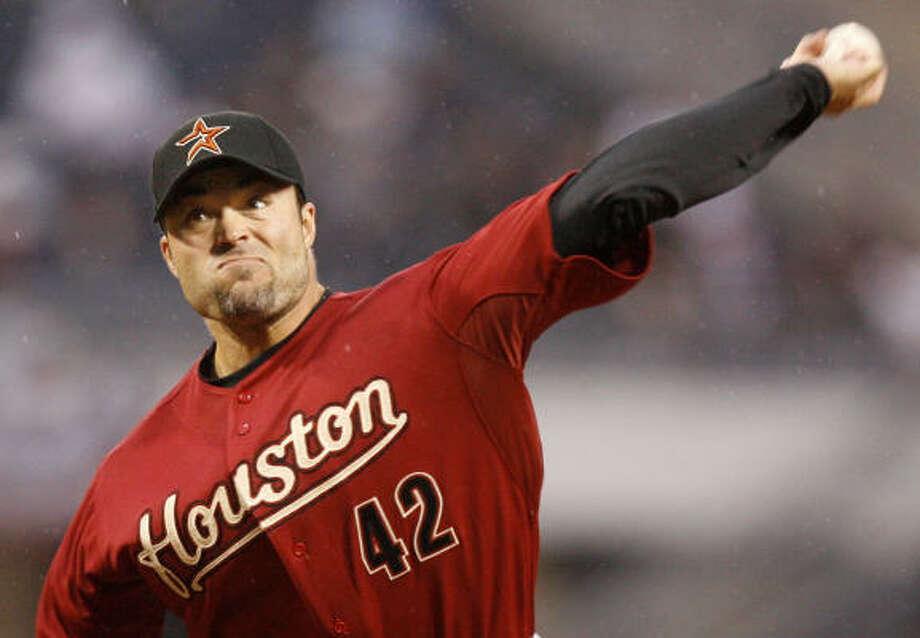Starter Mike Hampton won his first game for the Astros since Oct. 3, 1999. Hampton threw six scoreless innings. Photo: Keith Srakocic, AP