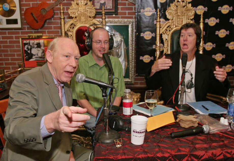 Mayor Bill White joins radio personalities Dean Myers (center) and Roger Beaty during a live broadcast from the Hard Rock Cafe in 2007. Photo: RICHARD CARSON