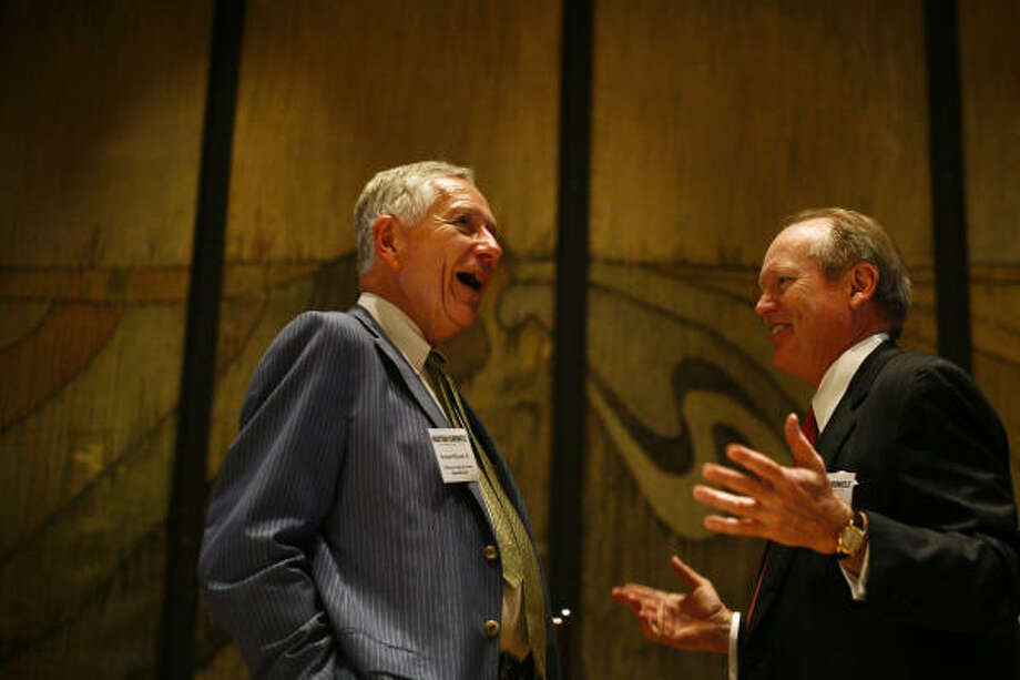 Drayton McLane, left, shares a moment with the Houston Chronicle's publisher and president, Jack Sweeney, on Thursday at the Petroleum Club downtown. Photo: MICHAEL PAULSEN :, CHRONICLE