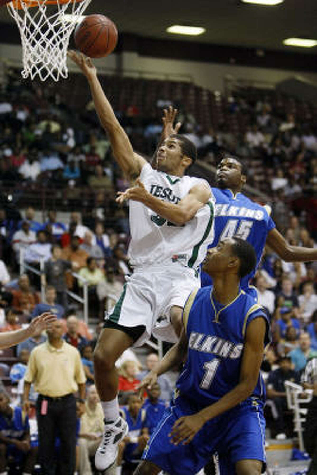 Strake Jesuit's Joey Brooks scored 20 points as Strake improved to 36-0 after beating Elkins.