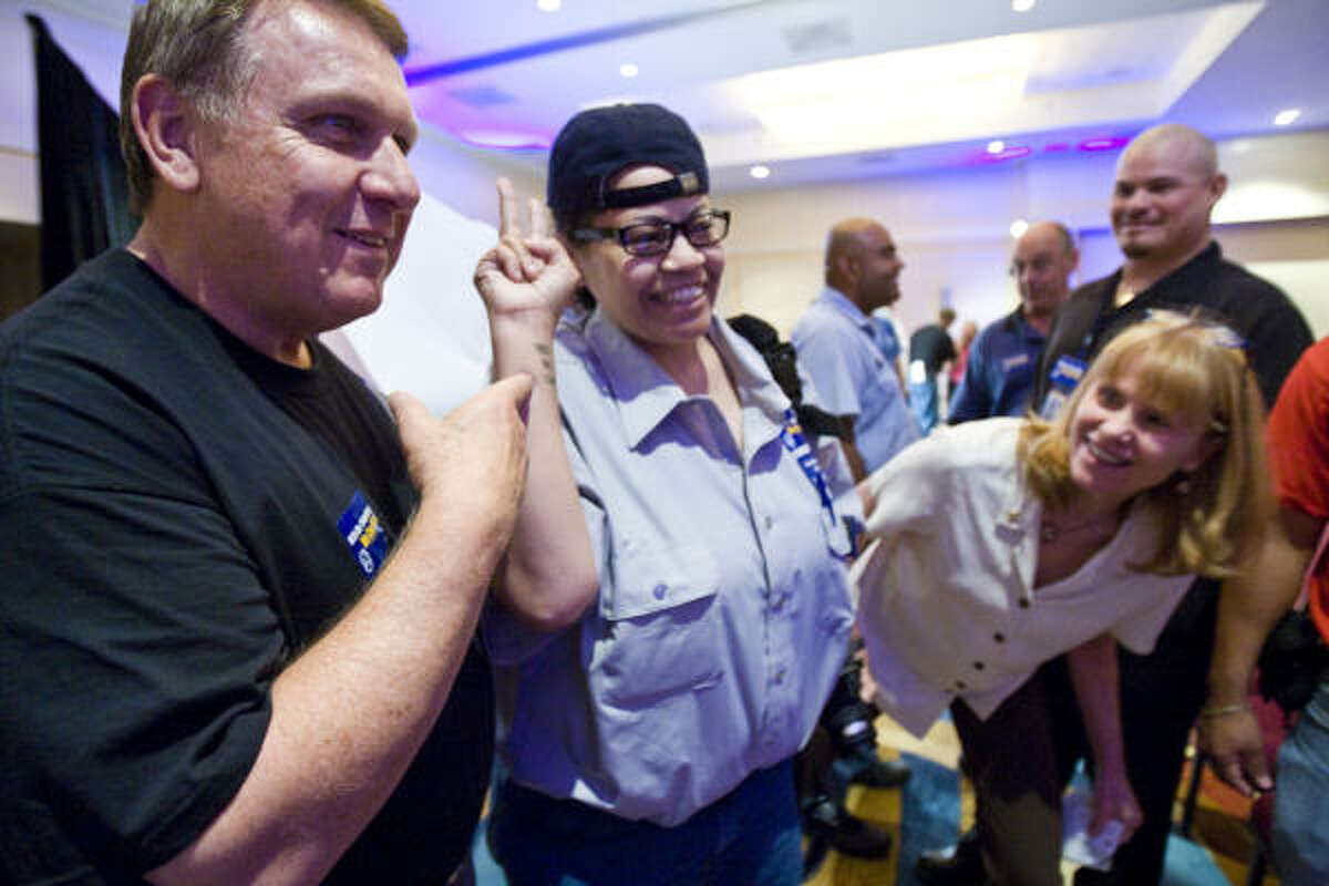 James Hoffa, International Brotherhood of Teamsters general president, takes notice of a tattoo worn by Robin Rosser of Continental Airlines on Friday. He spoke to ramp workers in Houston.