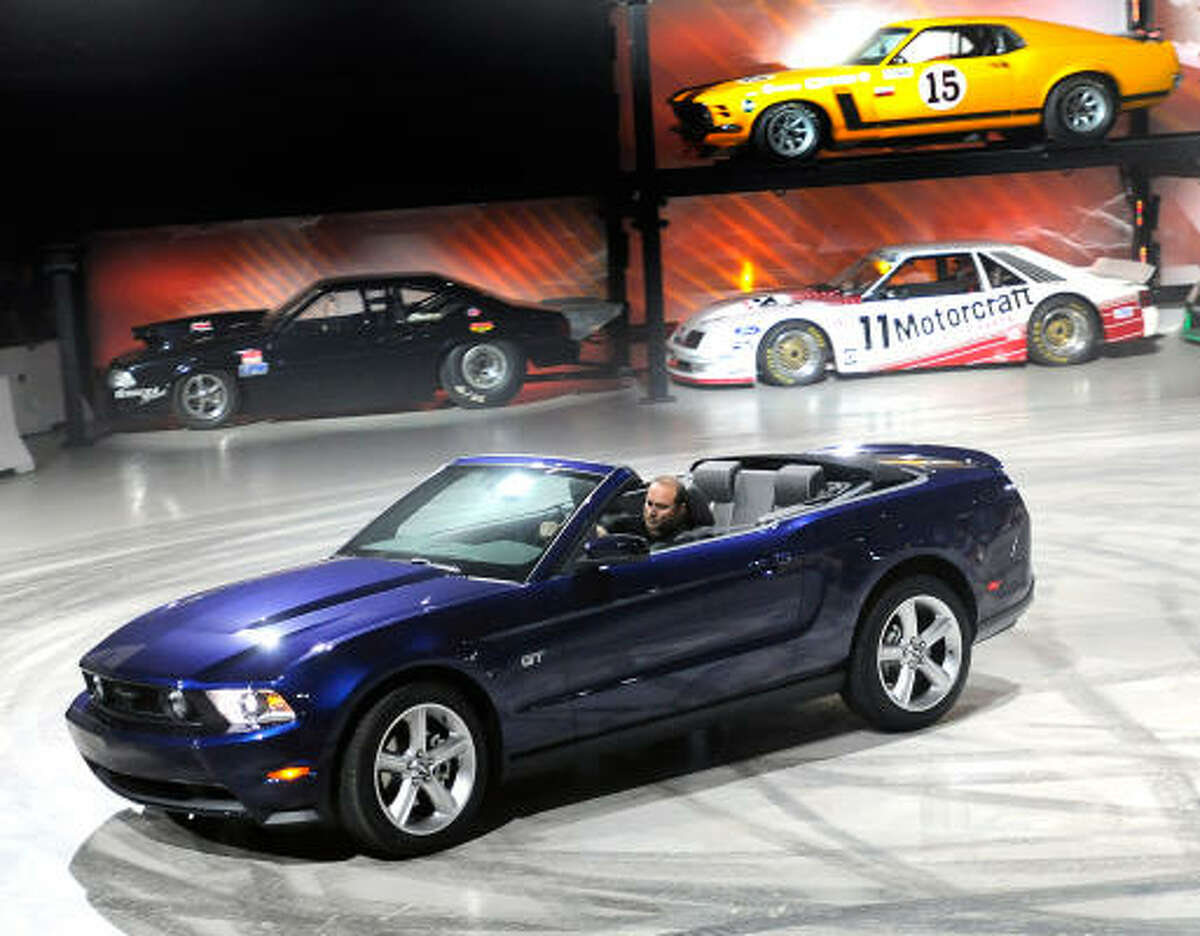 Ford's new-design 2010 Mustang convertible rates high among fun-in-the-sun cars.