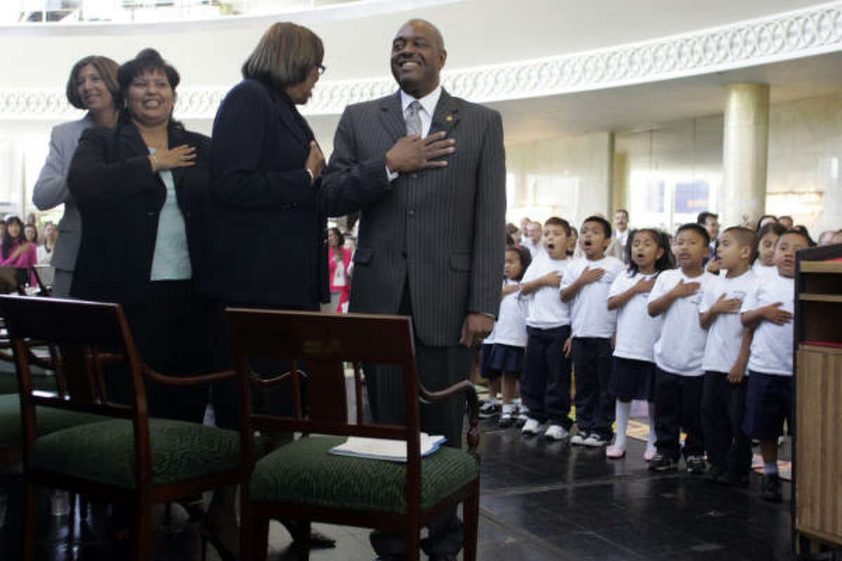 Children lead the Pledge of Allegiance at a Los Angeles Board of Education meeting in July 2007 attended by now former L.A. schools Superintendent David Brewer, center.