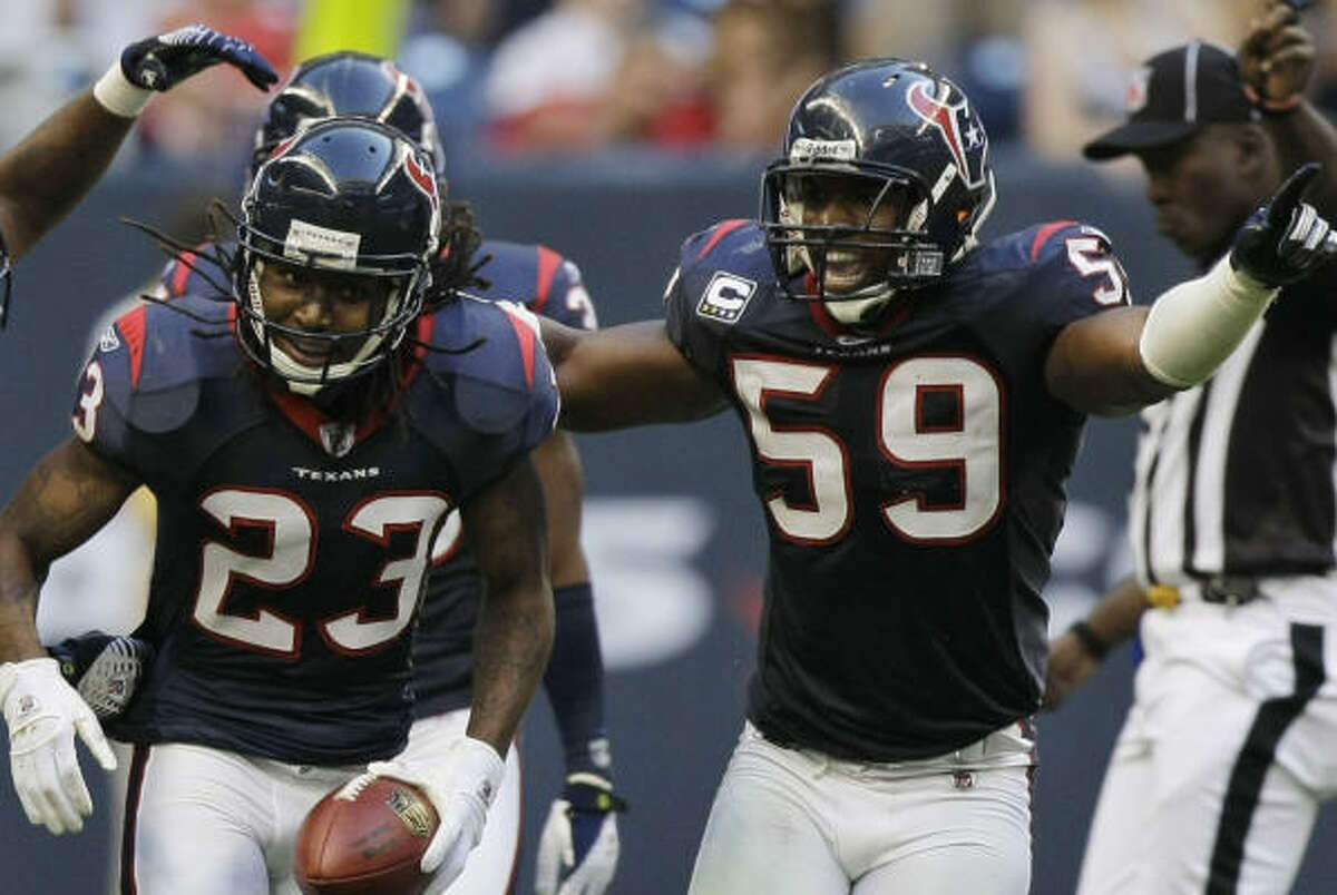 Dunta Robinson (23) and DeMeco Ryans (59) will not report to Texans non-mandatory conditioning.