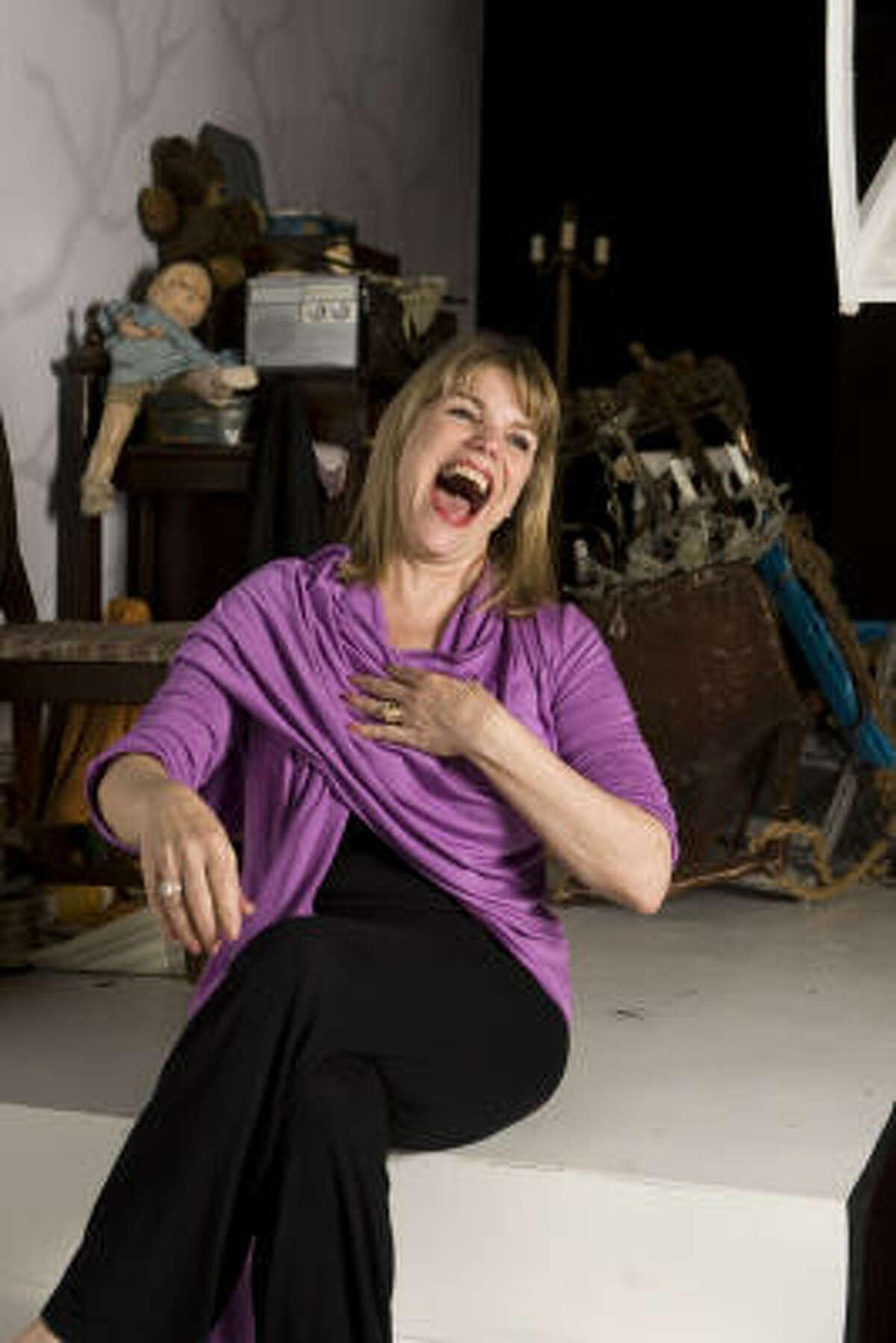 Nancy Johnston plays Edith Bouvier Beale/