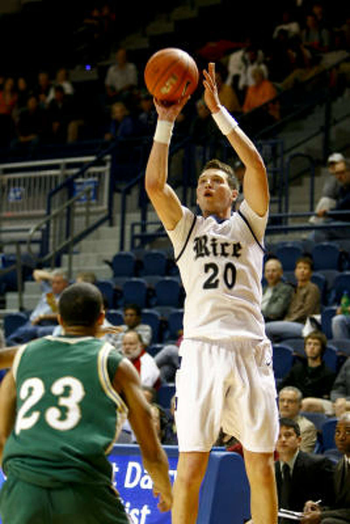 Lucas Kuipers (20) pulls up for a jump shot during the first half of the season-opening game against Sacramento State.