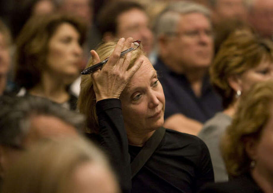 Jeanne Ridlehuber, an investor with Stanford Financial Group, listens during a meeting Thursday night at the Houston Community College West loop Center.. Photo: BILLY SMITH II, Chronicle