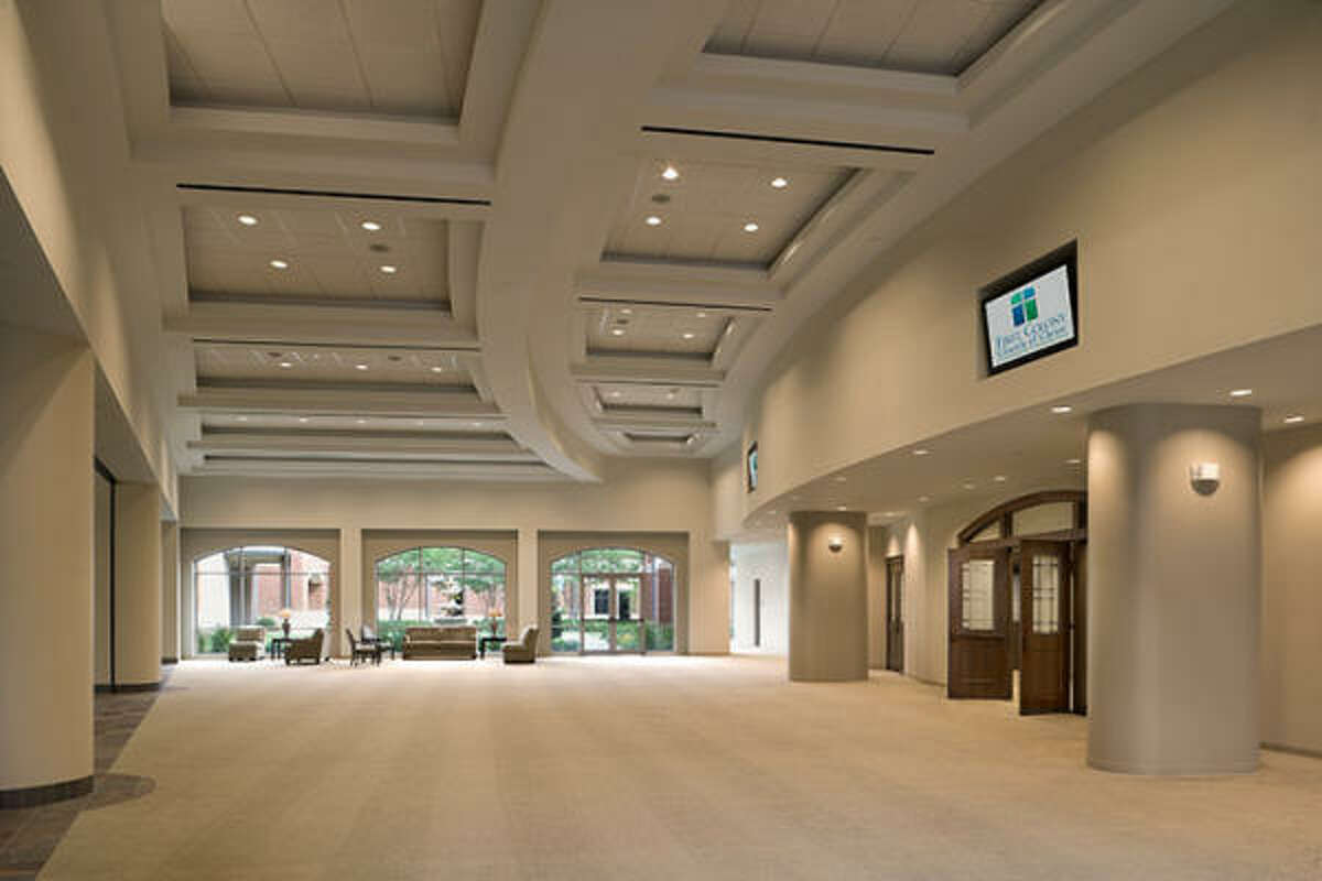 A gathering hall links the new worship center to the existing campus of First Colony Church of Christ.
