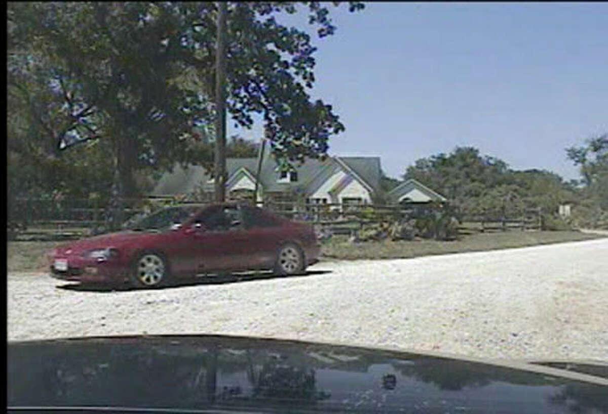 La policía vio este vehículo cuando llegaba acudiendo a una llamada de auxilio de la esposa del doctor González.