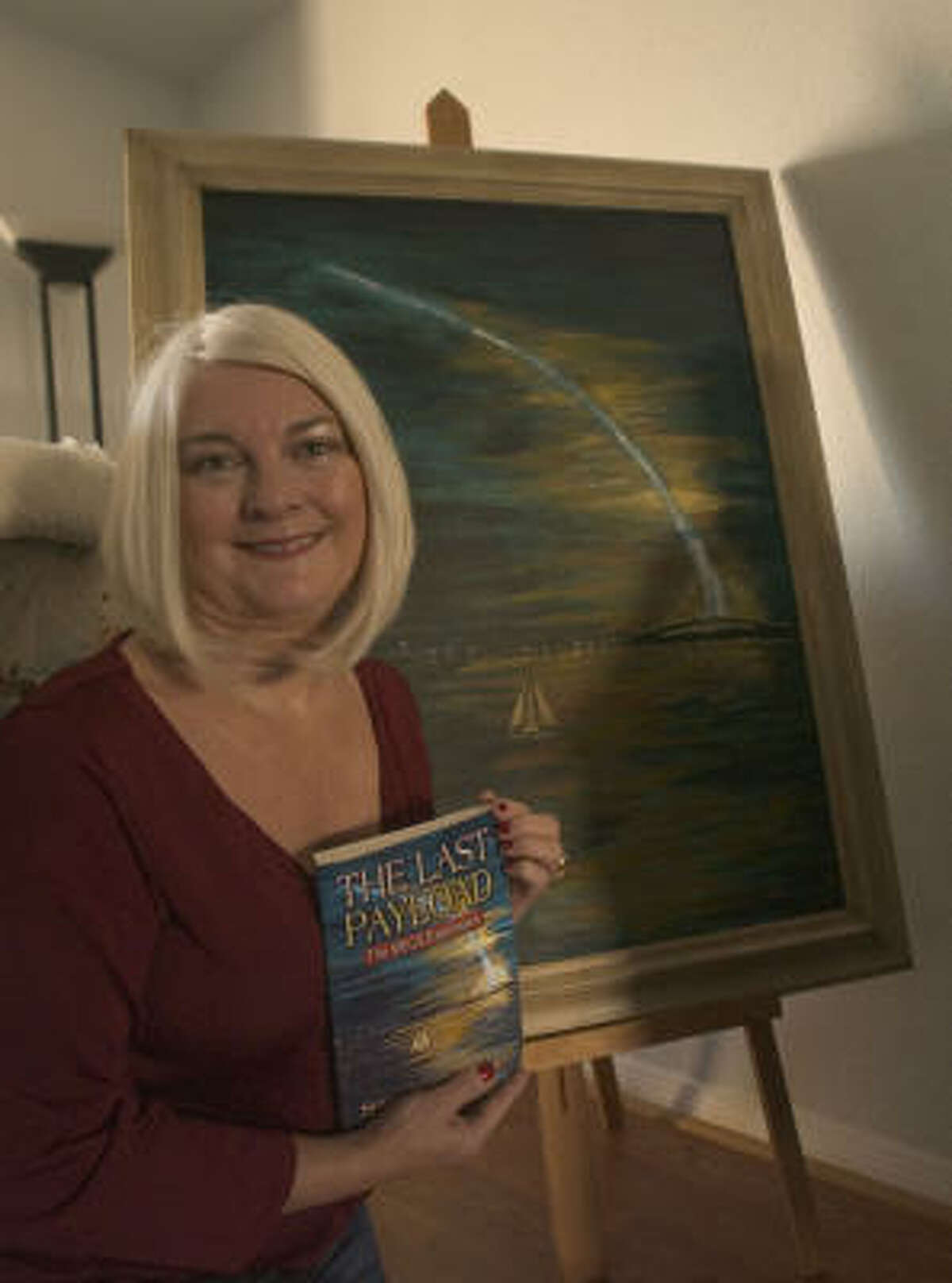 KIM CHRISTENSEN: FOR THE CHRONICLE FIRST BOOK: Susan Renn Fletcher Siewers holds a copy of her book, The Last Payload.