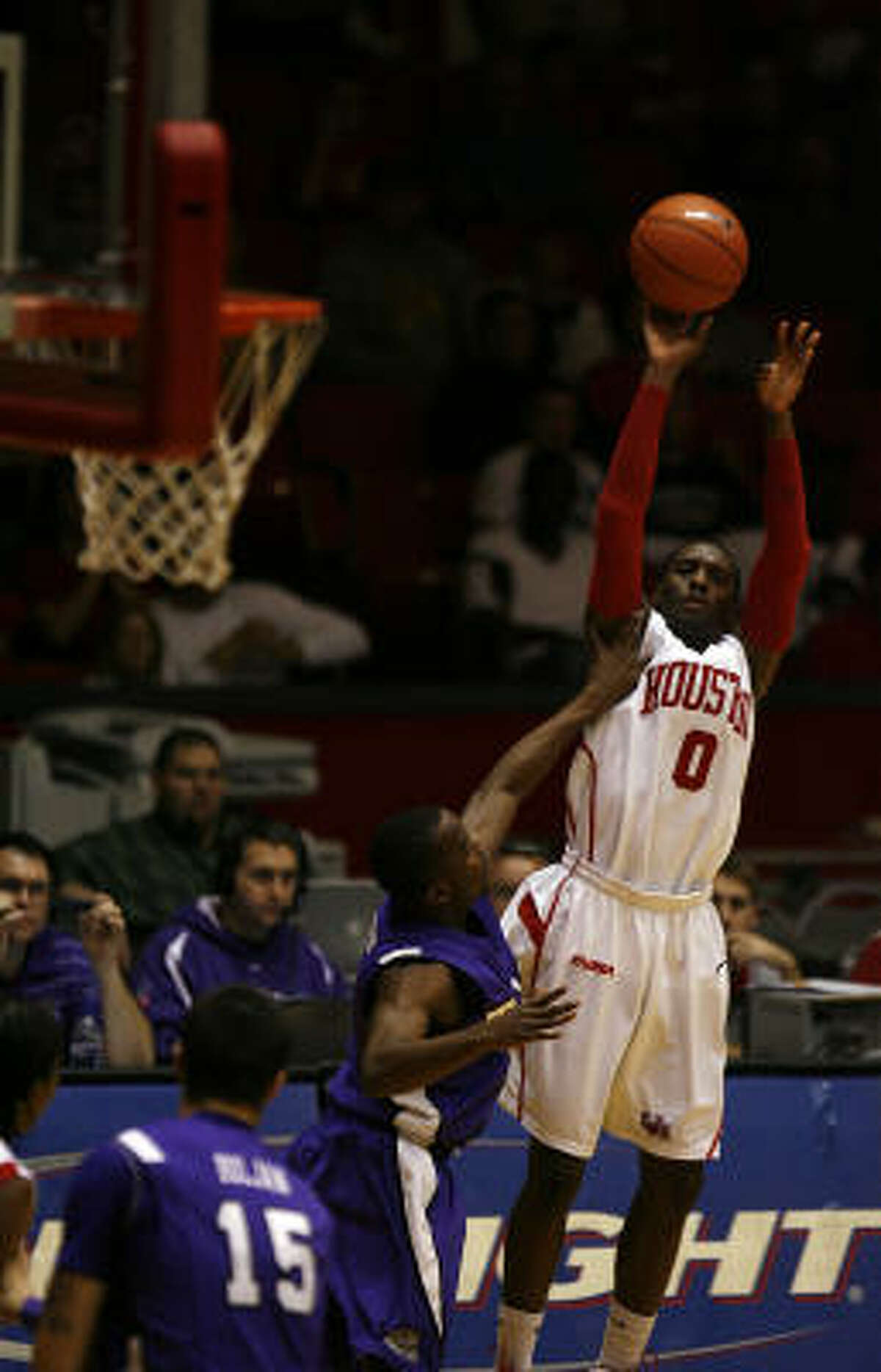 UH guard Kelvin Lewis had 25 points in the Cougars' win over TCU.