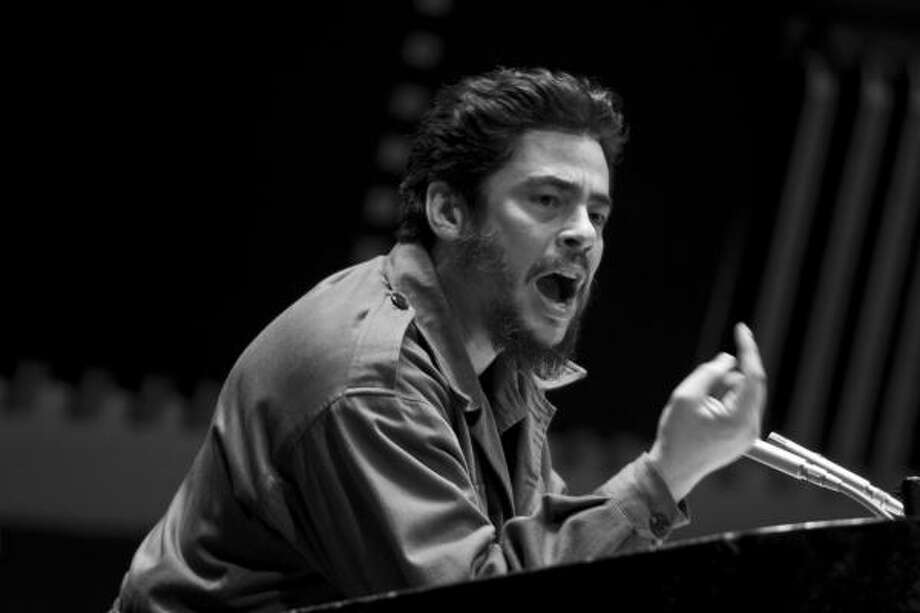 "As Ernesto ""Che"" Guevara, Benicio del Toro wears the beard — and the fatigues, and that iconic beret — with a lanky integrity that shuns any ego-stroking close-ups in Stephen Soderbergh's Che. Photo: K.C. Bailey"