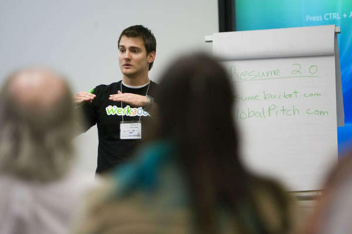 Travis Skweres gives a workshop on putting your résumé online during FreelanceCamp.