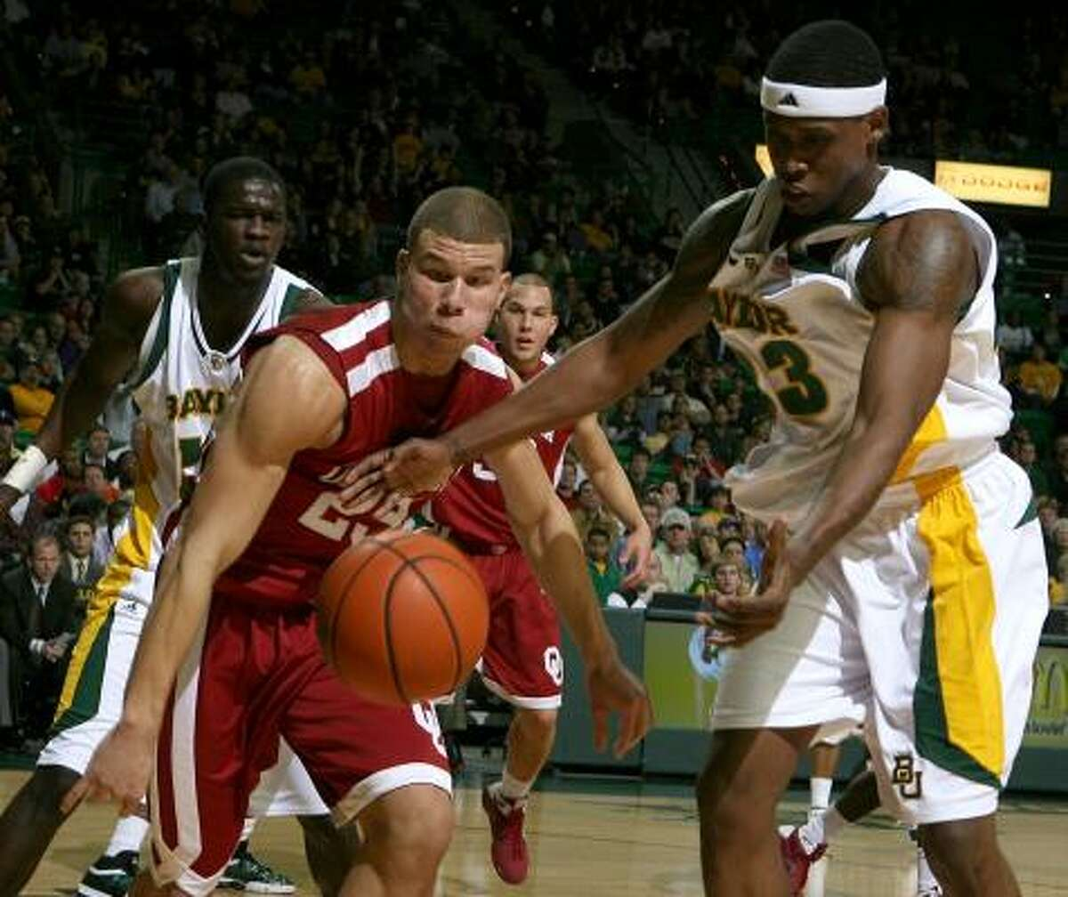 Oklahoma's Blake Griffin, left, and Baylor's Kevin Rogers have their sights set on the same thing, a loose ball.