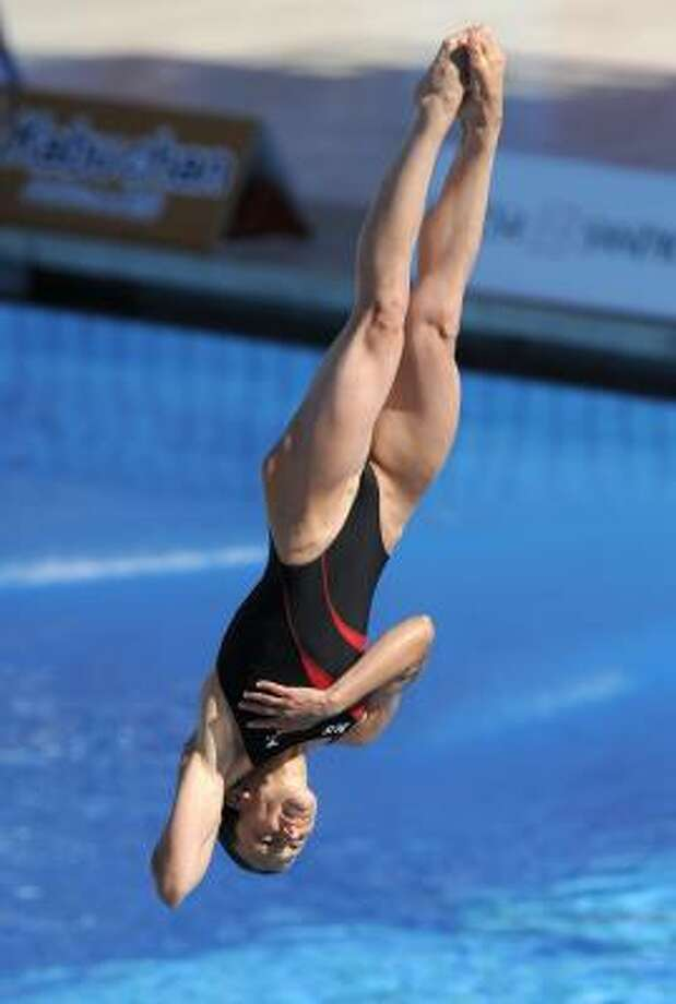 Julia Pakhalina, a former standout for the University of Houston, led from start to finish and totaled 325.05 points through the five-dive final. Photo: Mark J. Terrill, AP
