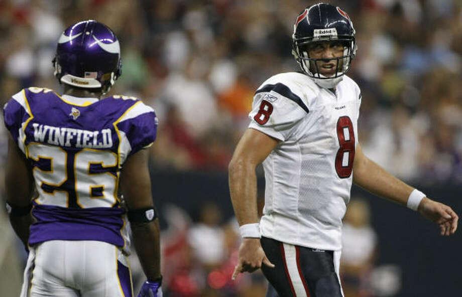 Texans quarterback Matt Schaub has words with Minnesota cornerback Antoine Winfield during the second quarter. Photo: Nick De La Torre, Chronicle