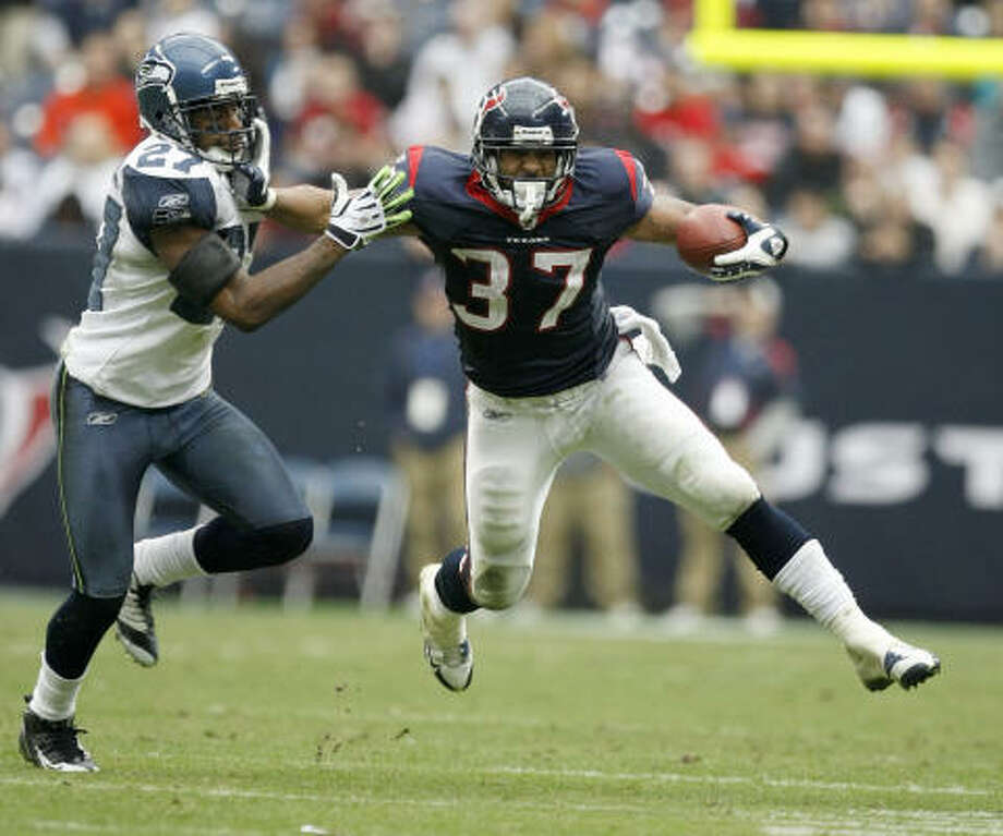 Texans running back Arian Foster, who had been playing special teams, was most impressive as a receiver against the Seahawks. Photo: Nick De La Torre, Chronicle
