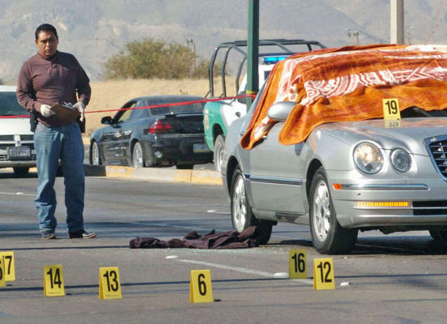 Police investigate the killings of two Americans in Juarez last fall. Photo: El Diaro De Juarez