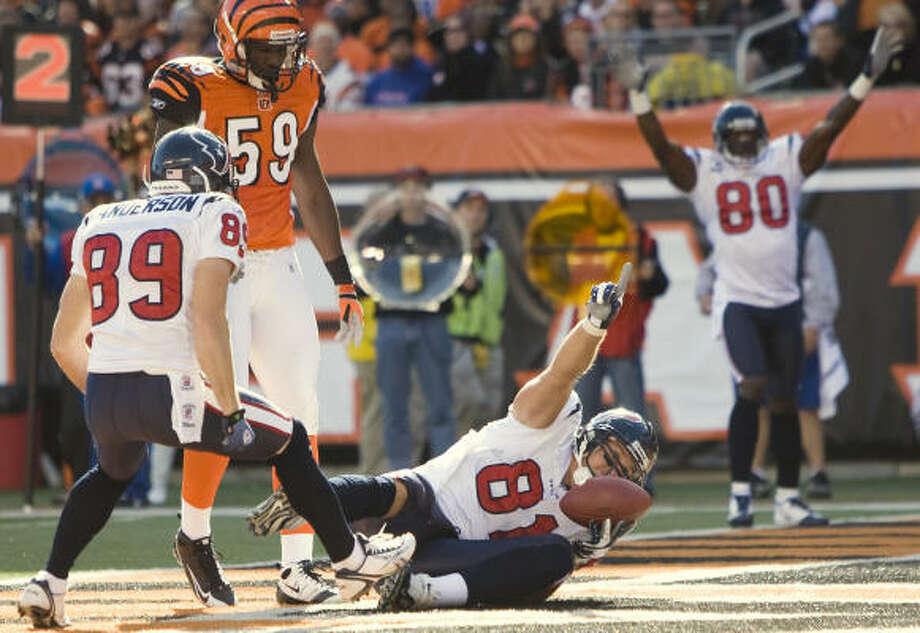 Texans tight end Owen Daniels celebrates his 7-yard touchdown reception in the second half. Photo: Brett Coomer, Chronicle