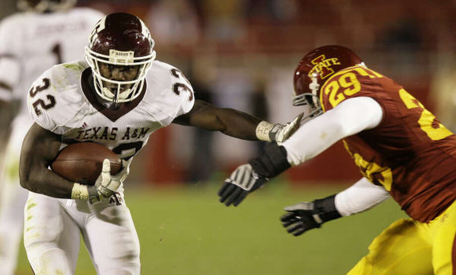 With a year more experience, Cyrus Gray hopes to bolster an Aggie rushing attack that was one of the worst in the nation in 2008. Photo: Charlie Neibergall, AP