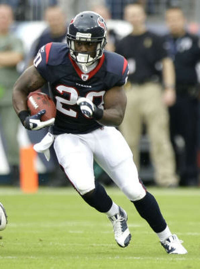 Texans running back Steve Slaton has lost three fumbles in six games. Photo: Brett Coomer, Chronicle