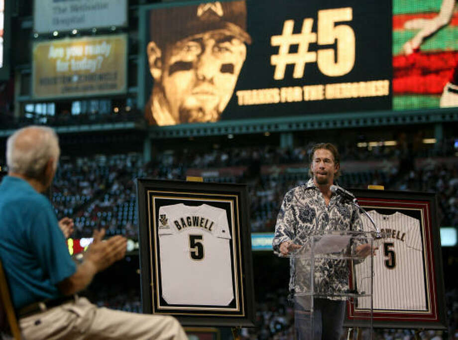 Jeff Bagwell had his No. 5 retired by the Astros in 2007. Photo: Mayra Beltran, Chronicle