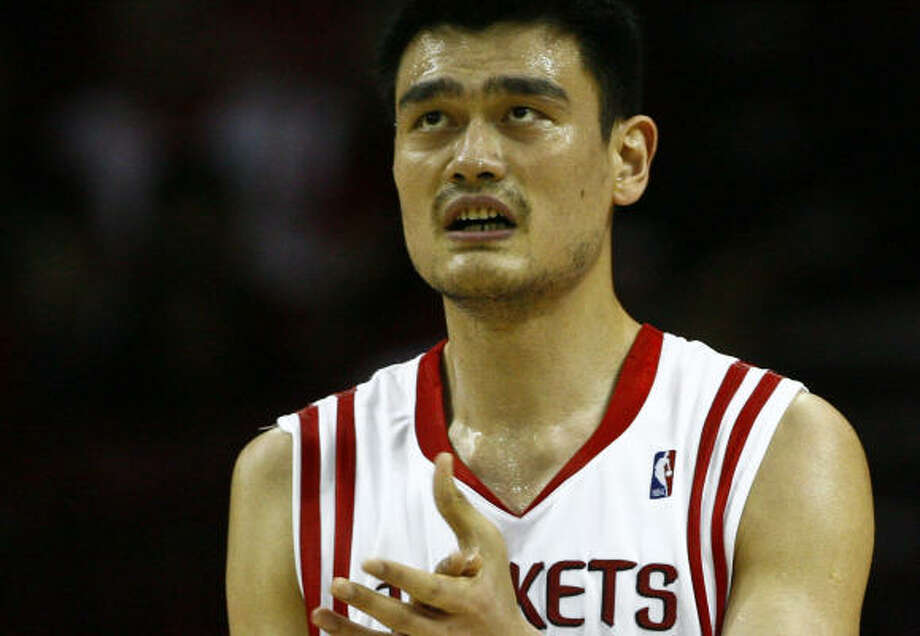 Yao Ming described the discomfort in his right foot that kept him out of Friday's game as soreness, not pain. Photo: Michael Paulsen, Chronicle